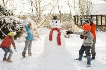 Gara di pupazzi di neve